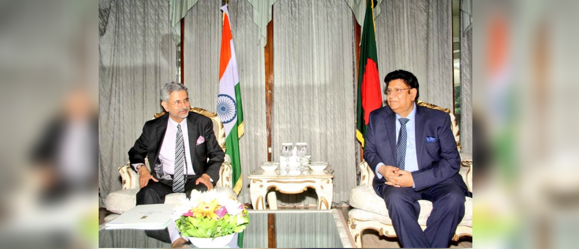 EAM Dr S Jaishankar with Foreign Minister, HE. Dr. AK Abdul Momen during the Foreign Minister Level Talks in Dhaka (20 August 2019)